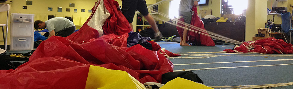 Packing parachutes